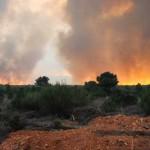 El fuego se desplaza desde Quintanilla hacia Destriana.