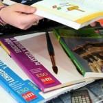 Libros de texto y material escolar.