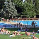 Piscinas municipales de verano en una fotografía de archivo. / Foto: Rubén