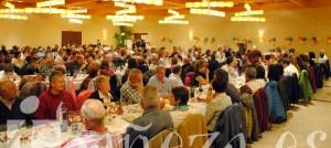 Los discursos abrieron la tradicional cena benéfica de AFA La Bañeza.