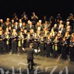 La actuación de las dos corales con Los 4 Gatos puso el punto final al concierto.