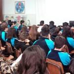 El agente Carlos Ramos explica a los alumnos aspectos sobre seguridad ciudadana.