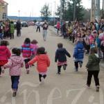 Los más pequeños del centro fueron los primeros en salir a correr.