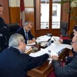 Un momento de la firma de los convenios. / Foto: Rubén
