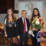 Anais Santos, José Miguel Palazuelo y María García, durante la presentación de la musa.