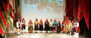 Los miembros de El Hilandón, tras recibir el premio. / Foto: J.A.G. - La Opinión de Zamora