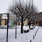 Vista de la Plaza Obispo Alcolea cubierta de nieve.