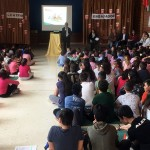 Momento del acto de recogida de la distinción de Save the Children.
