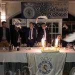 La tarta conmemorativa llegó al comedor con el himno del Real Madrid.