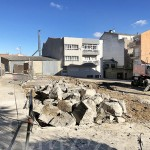 Un momento de las obras de demolición de las estructuras de hormigón en la plaza.