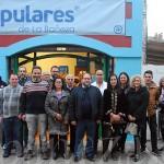 Varios de los miembros de la candidatura del PP, ante su nueva sede.