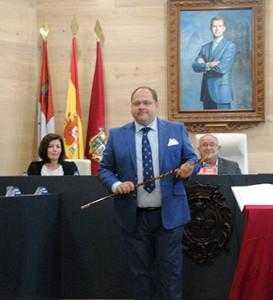 Javier Carrera, con el bastón de mando como alcalde de La Bañeza.