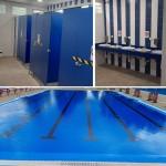 Detalles de los vestuarios y de la piscina tras las obras de reforma recientes.