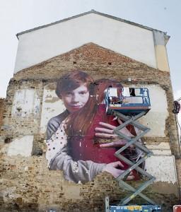 Acción artística realizada en la fachada posterior de la Casa Consistorial. / Foto: Mauricio Peña